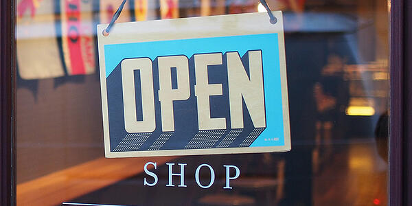 Retail stores can remains open thanks to click and collect