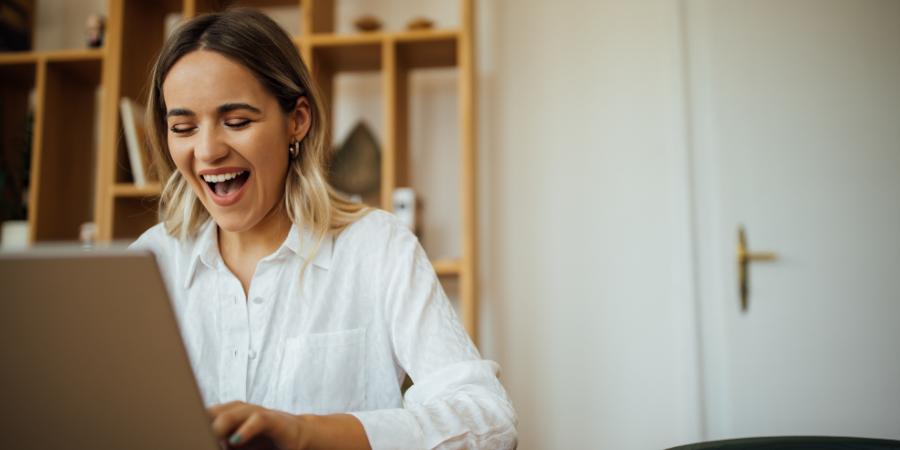 women_using_laptop